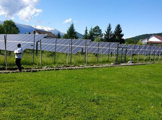 Àn array of solar panels to borehole pump